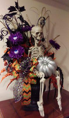 Whimsical Halloween, Halloween Trees, Halloween Home Decor, Halloween Skeletons, Halloween Projects, Diy Halloween Decorations, Halloween House, Halloween Pumpkins, Fall Halloween