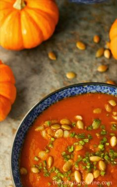 Southwestern Pumpkin Soup - A delicious fall soup with a little Southwestern kick! Loaded with healthy veggies, this is a sure winner! Roasted Red Pepper Soup, Roasted Red Peppers, Fall Recipes, Soup Recipes, Healthy Recipes, Yummy Recipes, Soup Kitchen, Healthy Pumpkin, Pumpkin Soup