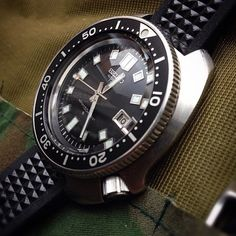 Seiko diver never gets old Old Watches, Vintage Watches, Watches For Men, Seiko Mechanical Watch, Seiko Marinemaster, Seiko Monster, Seiko Mod, Watches Photography, Seiko Diver