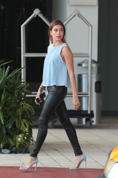 hailey-baldwin-leaving-her-hotel-to-head-to-the-2015-vous-conference-miami_3