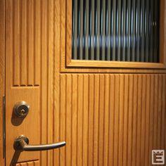 Ekstrands ytterdörr Arild 115S G12 med tillval ekmaterial och etsat linjeglas.  #Ekstrands #ytterdörr #ytterdörrar #Arild115SG12 #ek #etsatlinjeglas