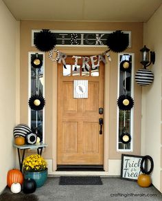 Black and White decorating ideas for a Halloween Porch #orientaltrading #ad