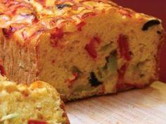 Τα κέικ μπορεί να τα έχουμε συνηθίσει γλυκά, ωστόσο είναι πεντανόστιμα και στην αλμυρή τους εκδοχή! Σε διάφορες παραλλαγές με τυριά, αλλαντικά και λαχανικά αποτελούν ένα υπέροχο κυρίως γεύμα, ένα τέλειο συνοδευτικό ή μια ιδανική
