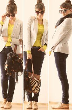 calça escura neutra, blazer neutro claro, blusa vibrante!