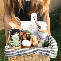 Based in Boise, Idaho, Hunt and Gather gifts is a boutique gifting business creating unique curated gifts for every occasion. Family Gift Baskets, Creative Gift Baskets, Housewarming Gift Baskets, Welcome Home Basket, Welcome Home Gifts, New Home Gifts, Homemade Gift Baskets, Diy Gift Baskets, Homemade Gifts