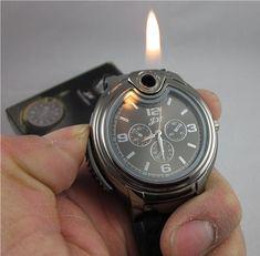 Acabo de ver a un amigo que me ha sorprendido con su reloj mechero! Un fumador empedernido donde los haya, y con mucho estilo y demasiado original el hombre