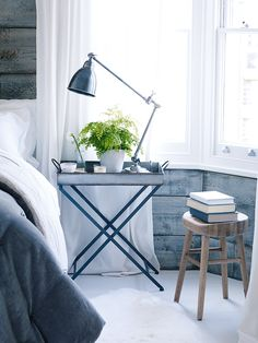 Made from lightweight zinc with a mottled vintage style finish, our industrial style side table is ideal for serving or display and can be folded flat for storage; simply lift the hinged tray and fold the legs.
