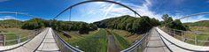 """Dieses Panorama zeigt die 124m lange Hängebrücke """"Victor-Neels-Brücke"""" in der Nähe von Vogelsang im Nationalpark Eifel. Weitere Informationen finden Sie unter http://www.baukunst-nrw.de und http://www.ib-cornelissen.de/bruecken/48.htm"""