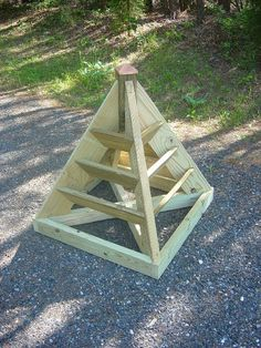 How to build pyramid planters (2 sizes) perfect for strawberries, herbs. Great in small spaces.