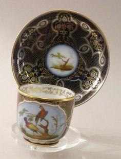 Tasse et sous tasse en porcelaine de Paris, Marque Feuillet en or