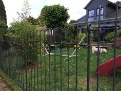 wir sind sehr zufrieden. So einfach hatte ich es mir gar nicht vorgestellt. Ein nicht alltäglicher Zaun in Technik und Aussehen. Wirklich tolle Idee.  http://www.teichzaun.de/anneau-Gartenzaun.php