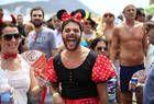 Super-heróis, Minnie e smurfs: cariocas capricham na fantasia nas ruas do Rio