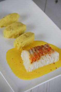 Cod cooked at low temperature served with a tangerine butter Easy Smoothie Recipes, Healthy Recipes, Healthy Smoothie, Fish Recipes, Appetizer Recipes, Cobb, Crockpot Recipes, Cooking Recipes, Weird Food