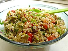 This quinoa salad is made with simple ingredients that you probably have in your kitchen such as cucumber, tomatoes, onions, avocado and spinach. This recipe is vegan, gluten – free and full with protein and will give you the daily energy. Vegan Gluten Free, Paleo, Vegetarian Recipes, Healthy Recipes, Healthy Food, Quinoa Salad, Fried Rice, Tofu, Salad Recipes
