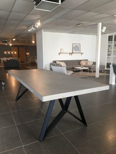 betonlook tafel milan cross Concrete Top Dining Table, Dining Room Table, Table Beton, Counter Height Table, Steel House, Love Home, Living Room Decor, House Design, Interior