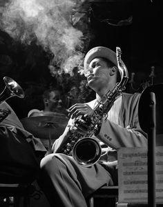 HERMAN LEONARD  Dexter Gordon, Royal Roost, New York City, 1948 (DXG01)