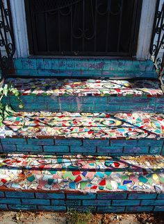 mosaic stairs--for the side steps to the porch Mosaic Stairs, Mosaic Walkway, Mosaic Garden, Garden Art, Tile Art, Mosaic Art, Mosaic Glass, Mosaic Tiles, Stained Glass