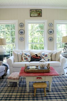 Country home decorating - A creative and resourceful presentation on country home decor suggestions. This info example arranged in country home decor on date 20190613 Cottage Living, My Living Room, Living Room Decor, Country Farmhouse Decor, French Country Decorating, Primitive Country, Country Charm, Modern Country, Savvy Southern Style