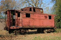 abadoned victorian homes in missouri | abandoned caboose in dozaville