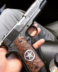 Weapons Lover — That's a thing of beauty - © Weapons Guns, Guns And Ammo, Bushcraft, Engraved Pocket Knives, Engraved 1911, 1911 Pistol, Colt 1911, Pocket Pistol, Custom Guns