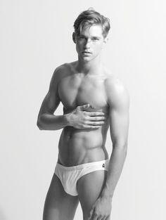 Travis Davenport by Arnaldo Anaya Lucca - MM Scene : Male Model Portfolios : Male Models Online