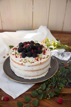 Kokosový dort s ostružinami – Kitchen Affair Chocolate Truffles, Sweet Cakes, Vanilla Cake, Cupcakes, Affair, Fruit Cakes, Kitchen, Tarts, Food