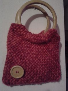 cartera tejida a telar cuadrado Peg Loom, Lacemaking, Crochet World, Weaving Patterns, Weaving Techniques, Knitted Bags, Straw Bag, Hand Weaving, Ideias Fashion