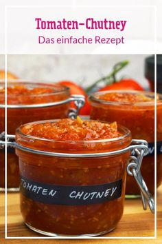 Tomaten-Chutney – so einfach geht's We explain step by step how to make fruity-spicy tomato chutney. Tastes of bread, meat and fish and makes great as a culinary gift. Chutneys, Healthy Eating Tips, Healthy Recipes, Spicy Tomato Chutney, Vegetable Drinks, Sauce Recipes, Breakfast Recipes, Easy Meals, Food And Drink