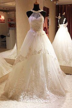 Beautiful wedding dress!  #weddingdress