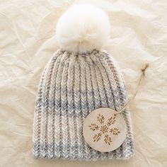 Knit this hat…Quick Like a Snow Bunny! Free pattern Baby Knitting, Beanie Knitting Patterns Free, Knit Beanie Pattern, Knitting Hats, Loom Knitting, Crochet Patterns, Free Knitting, How To Purl Knit, How To Knit A Hat