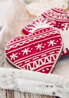 Ciasteczkowy katalog - Zima 2014  Ręcznie dekorowane ciasteczka zimowe i świąteczne - wykonywane na specjalne zamówienie. Idealne na prezent dla bliskich lub jako ozdoba choinki i wigilijnego stołu.  Wszystkie ciasteczka są mojego autorstwa, wszystkie ich elementy są jadalne i bezpieczne dla dzieci.  Więcej zdjęć oraz informacji na blogu: www.polishcookies.pl