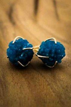 Cavancite, interesting stone, never seen it.. @melissajoymanning #rawgemstoneearrings #bluestone #bluestoneearrings
