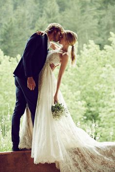 Romantic, rustic and beautiful wedding gown from @pronovias