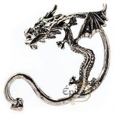 Brinco com design de Dragão para usar em uma orelha. Disponível nas cores dourado/ouro, prata e preto.