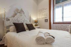 Apartamento Alma Lusa, uma casa portuguesa, com certeza!: Quartos translation missing: pt.style.quartos.rústico por alma portuguesa