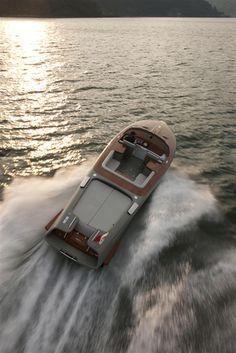External view Riva Yacht - Aquariva by Marc Newson #yacht #luxury #ferretti #riva