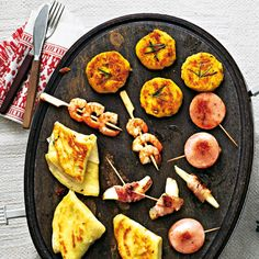 Shrimp Recipes filled pancake packets and polenta cake for the next raclette p . Fondue Raclette, Raclette Cheese, Raclette Party, Fondue Party, Raclette Ideas Dinner Parties, Delicious Dinner Recipes, Yummy Food, Side Dishes Easy, Gourmet
