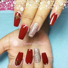 ⛄❄#Nails #uñas #nailspretty #nailsdesign #acrílico #acrylicnails #uñasbellas #uñashermosas #uñasguapas #guapuras #diseño #kimerasnails #glitter #acrilicodecolor #sculpturenails #ChristmasNails #rednails