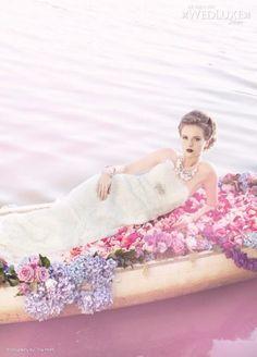 bride´s flowers in boat