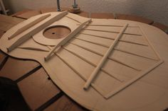 Classical Acoustic Guitar, Acoustic Guitars, Guitar Building, Guitar Design, Wooden Diy, Instruments, French Language, Table, Guitars