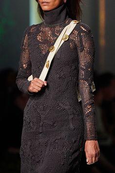 Bottega Veneta Fall 2020 Ready-to-Wear Fashion Show - Vogue Autumn Street Style, Casual Street Style, Spring 2015 Fashion, Autumn Fashion, Runway Fashion, Fashion Show, Fashion Design, Fashion Details, Fashion Brands