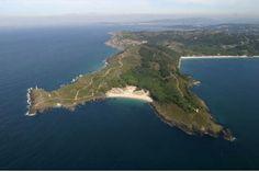 Playa de Melide (16) Playa sita en Cabo Home. Situada entre Punta Fuxiño y Punta Robaleira, en Cabo Home.  Longitud:250 m. Anchura media:. 40m.  Posición GPS: 42º 15´ 05,66 ´´ N // 8º 55´ 01 ,15 ´´ O