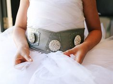 The flower girls wore Princess Leia-inspired belts. | This Couple Just Had The Classiest Star Wars Wedding Ever