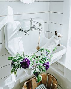 Ah-mazing before and afters!! Bathroom Renovations, Decorating Bathrooms, Bathroom Ideas, Home Design Decor, House Design, Soap On A Rope, Barndominium, Vintage Farmhouse, Farm Life