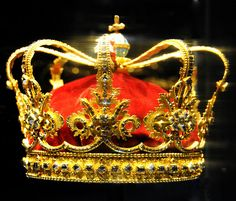 The Queen's Crown, made for Queen Sophie Magdalene by court jeweller Frederik (l) Fabritius in 1731. It was in use until 1840. The table cut stones are believed to have come from Queen Sophie Amalie's crown from 1648.