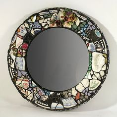 So boho mosaic mirror. Broken china plates, glued to a mirror. Like the black grout. Mirror Mosaic, Diy Mirror, Mosaic Art, Mosaic Glass, Glass Art, Stained Glass, Sea Glass, Mosaic Crafts, Mosaic Projects
