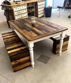 Here we come across a detailed sitting plan where we have got a centre wooden pallet repurposed table that has got the reclaimed legs. Actually the entire lower frame is of some old broken table that we have recycled here again, while the pair of wooden benches is made with the wood pallet.