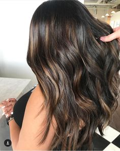 Are you looking for best hair colors to apply for long hair? Just see here, we have made a collection of fantastic long balayage colored hairstyles Box Braids Hairstyles, Cool Hairstyles, Corte Y Color, Hair Color And Cut, Brunette Hair, Hair Highlights, Balayage Hair, Hair Dos, Gorgeous Hair