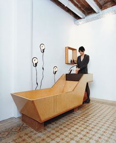 Plywood and slate, bathtub and sink unit. inspiration for planteahome.com