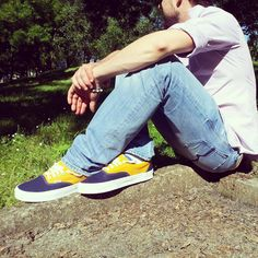 "Nuovo articolo sul nostro blog Scarpediem, ""Vans at the park. Why not?"" uno speciale sulle migliori sneakers by Vans. Non solo street style.  Lo trovi qui http://www.scarpediemblog.com/?p=919 #sneaker   #scarpe   #vans   #vansoffthewall   #footwear   #blog   #blogger   #photography   #photographer   #outfit"